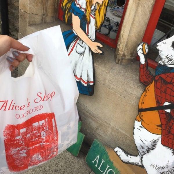 9/7/2017 tarihinde Memeziyaretçi tarafından Alice's Shop'de çekilen fotoğraf