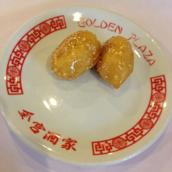 Снимок сделан в Golden Plaza Chinese Restaurant пользователем Paris P. 5/27/2013