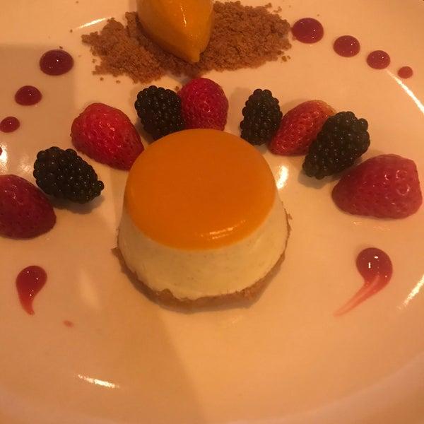 Снимок сделан в MyMoon Restaurant пользователем Jonell S. 1/1/2020