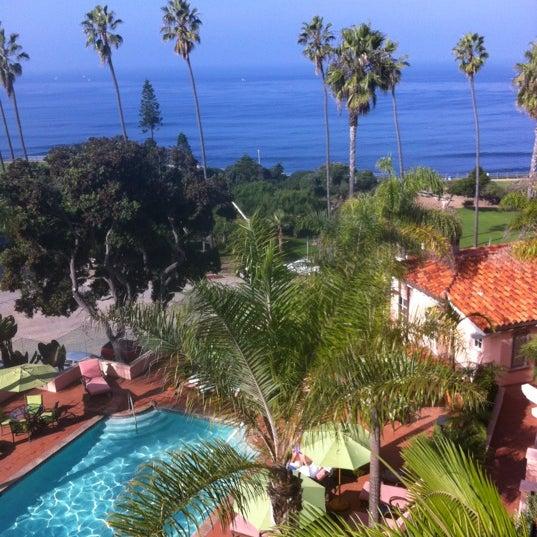 Снимок сделан в La Valencia Hotel пользователем Irv 12/10/2012