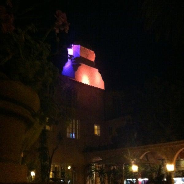 Снимок сделан в La Valencia Hotel пользователем Irv 1/15/2013