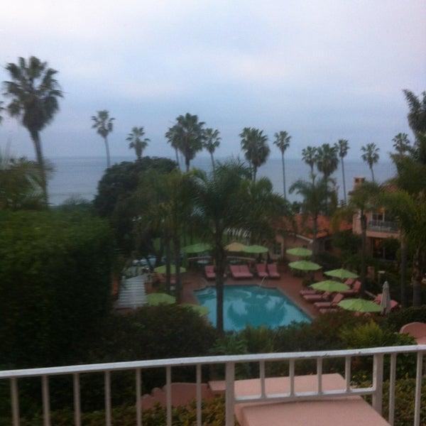 Снимок сделан в La Valencia Hotel пользователем Irv 2/11/2013