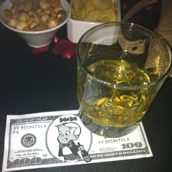 Foto tomada en Kalina Bar Restaurant por ÇAĞLAR®⚜ el 1/25/2013