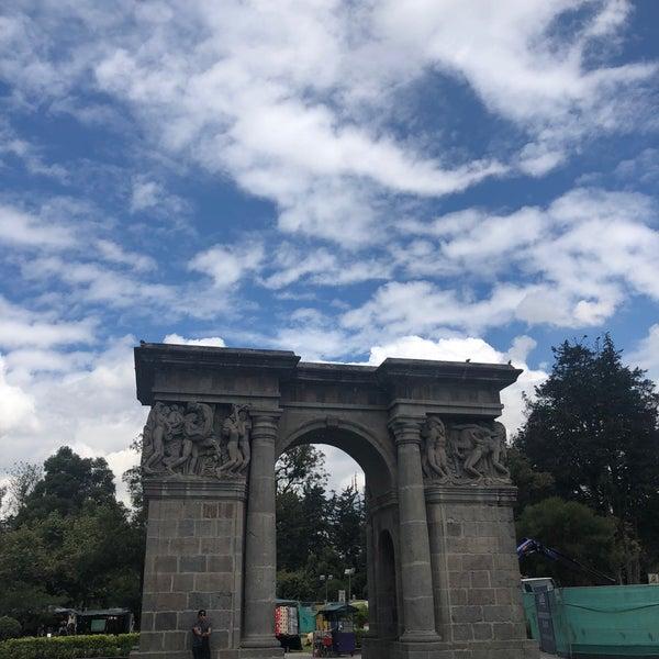 Foto diambil di Parque El Ejido oleh Arturo G. pada 5/19/2018