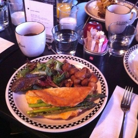 12/16/2012 tarihinde Lyndaziyaretçi tarafından SCHOOL Restaurant'de çekilen fotoğraf