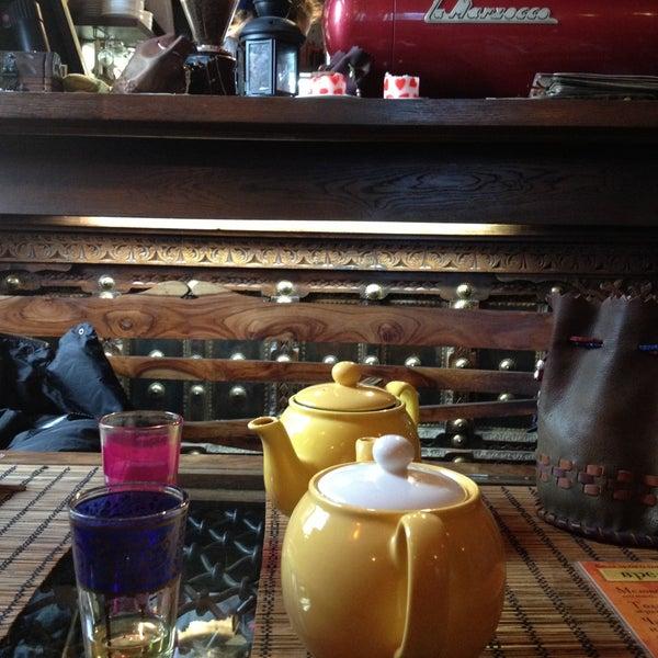 Снимок сделан в Кофейня «Кардамон» и лавка «Коллекция Пустяков» пользователем Dmitry 4/24/2013