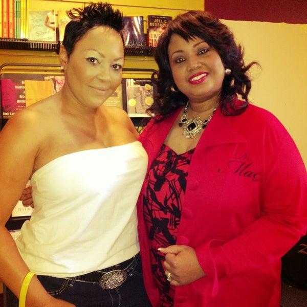 Foto scattata a Sankofa Books & Video da Wendy P. il 6/23/2013