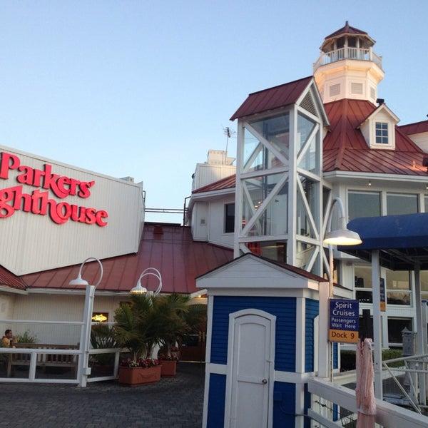 Снимок сделан в Parkers' Lighthouse пользователем Amber L. 5/21/2013