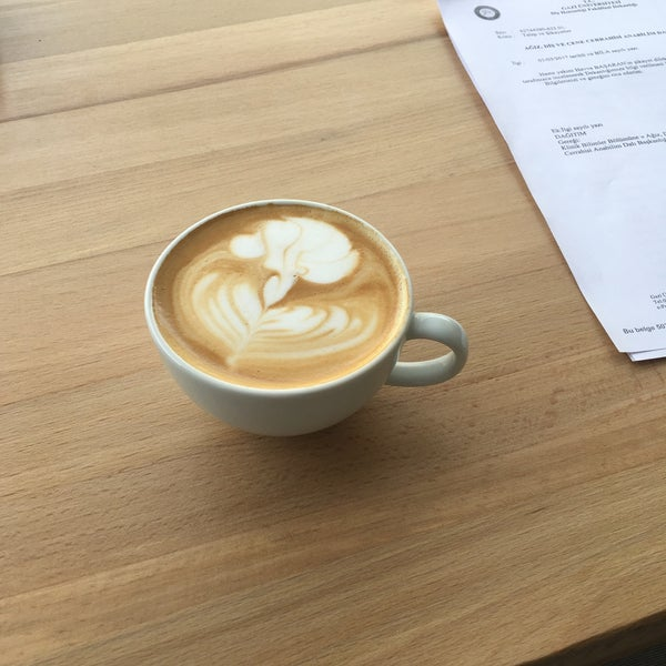 Tatlı olarak Aysun Hanım'ın magnoliasını yemeyen pişman, kahve de Can Bey'den sorulur her şey süper!