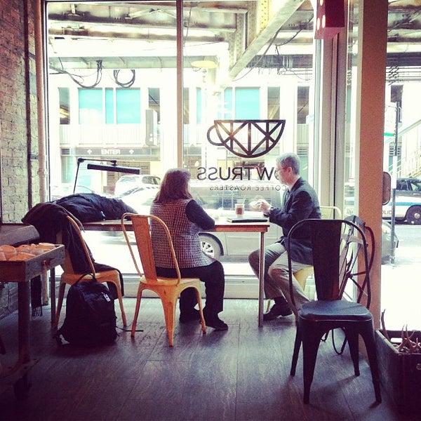 Foto tirada no(a) Bow Truss Coffee por Aaron L. em 2/20/2013