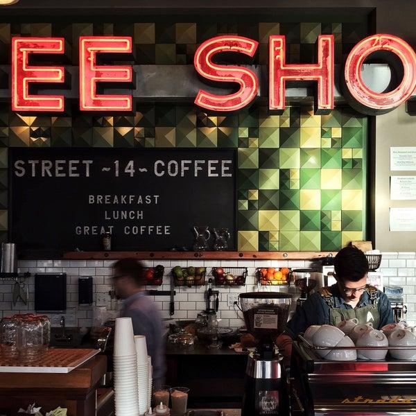 Foto diambil di Street 14 Cafe oleh Aaron L. pada 3/10/2015