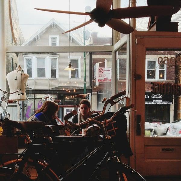 รูปภาพถ่ายที่ Heritage Bicycles โดย Aaron L. เมื่อ 2/23/2013