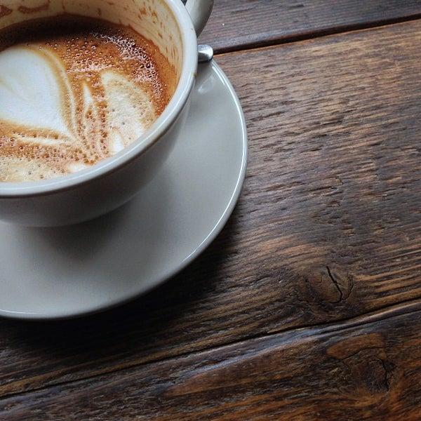 Foto tirada no(a) Bow Truss Coffee por Aaron L. em 2/21/2013