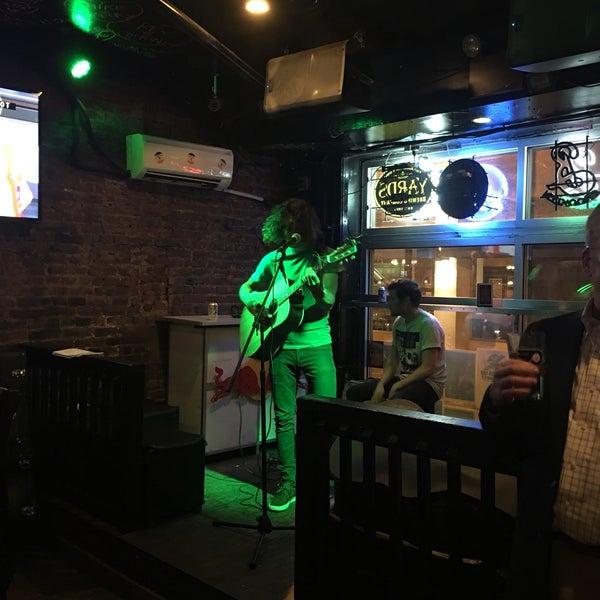 Foto tomada en Raven Lounge por Elise C. el 10/11/2017