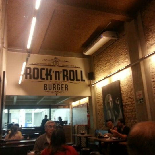 12/21/2012 tarihinde Carlos F.ziyaretçi tarafından Rock 'n' Roll Burger'de çekilen fotoğraf