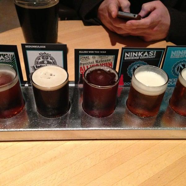 รูปภาพถ่ายที่ Ninkasi Brewing Tasting Room โดย Katelynn เมื่อ 1/30/2013