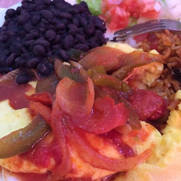 2/14/2015 tarihinde Rosemary D.ziyaretçi tarafından The Breakfast Club & Grill'de çekilen fotoğraf