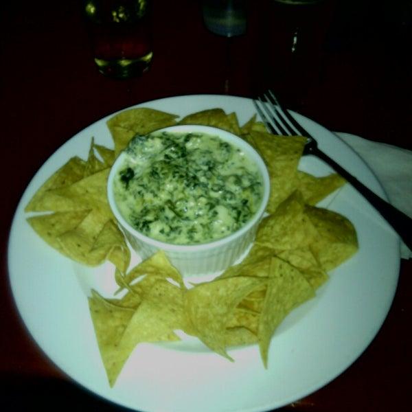 2/22/2014에 Kortnee L.님이 Opal Bar & Restaurant에서 찍은 사진
