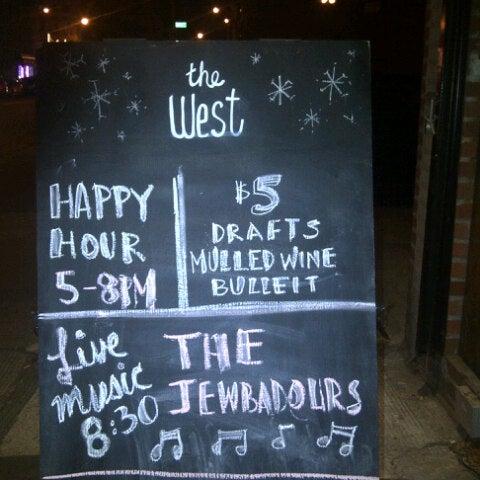 รูปภาพถ่ายที่ The West—Coffeehouse & Bar โดย Kortnee L. เมื่อ 12/13/2012