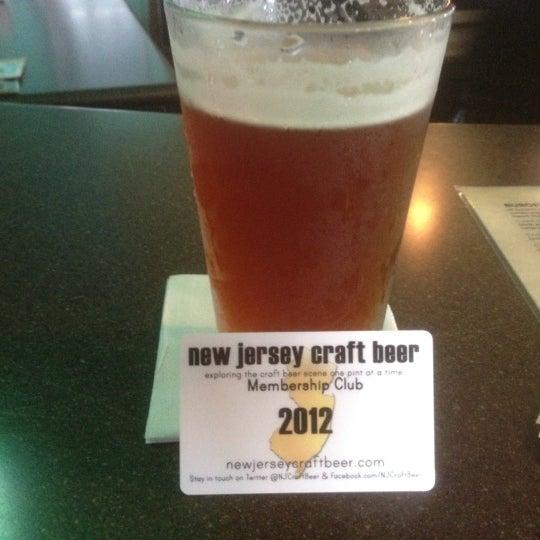 Foto tomada en Cabanas Beach Bar and Grill por John C. el 5/5/2012