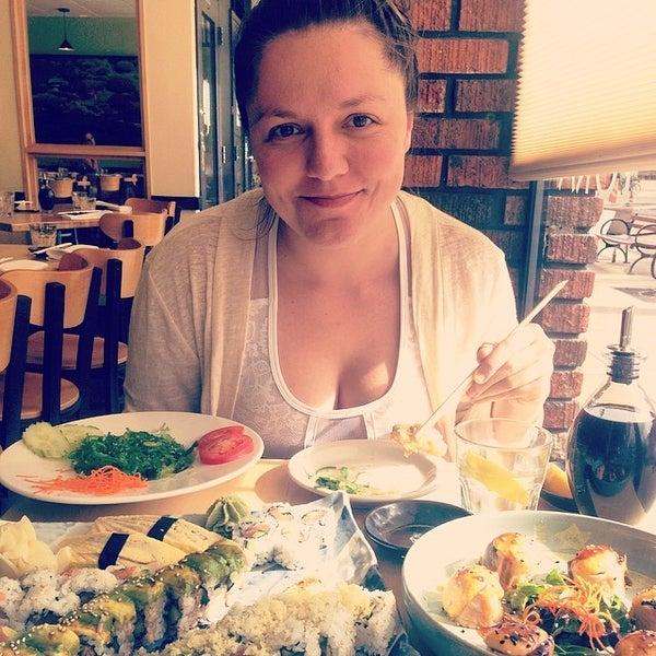 Foto scattata a Sushi Tora da AvramGonzales.com il 4/27/2014