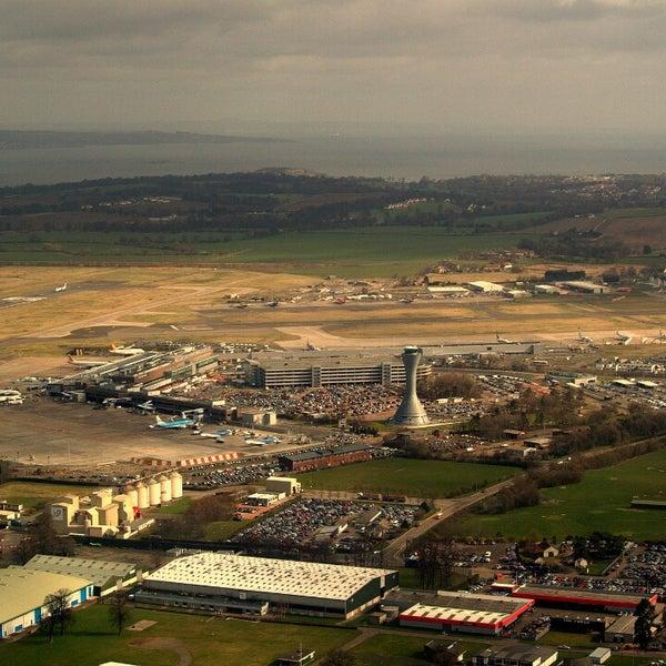 Das Foto wurde bei Edinburgh Airport (EDI) von Levi V. am 9/7/2013 aufgenommen