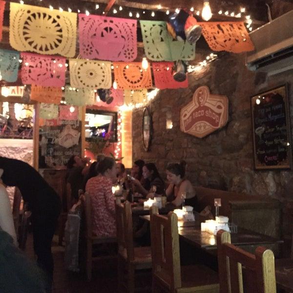 รูปภาพถ่ายที่ The Taco Shop โดย Jeroen B. เมื่อ 9/16/2015