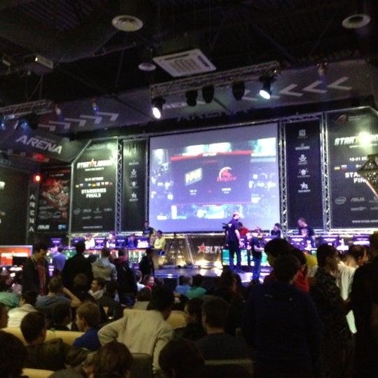 10/21/2012 tarihinde Andrewziyaretçi tarafından Киберcпорт Арена'de çekilen fotoğraf