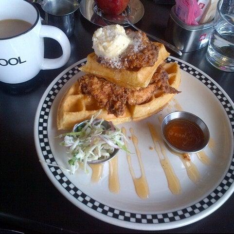 3/30/2013 tarihinde Mike H.ziyaretçi tarafından SCHOOL Restaurant'de çekilen fotoğraf