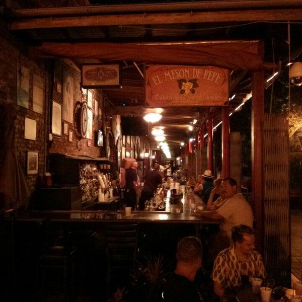 Foto diambil di El Meson de Pepe Restaurant & Bar oleh Gabriel T. pada 9/4/2013