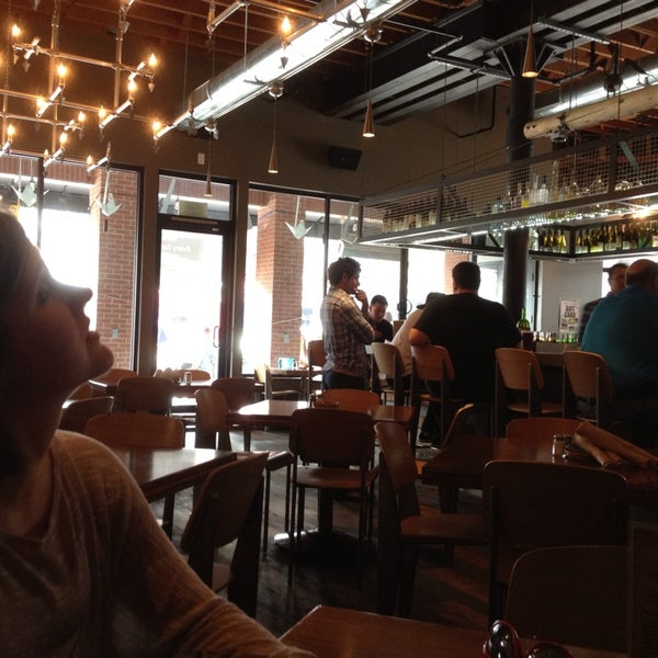 Foto tirada no(a) Spike Africa's Fresh Fish Bar & Grill por Devon em 6/7/2013