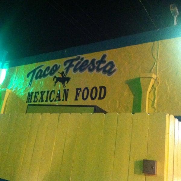 Foto tomada en Taco Fiesta por Bonnie B. el 6/30/2013