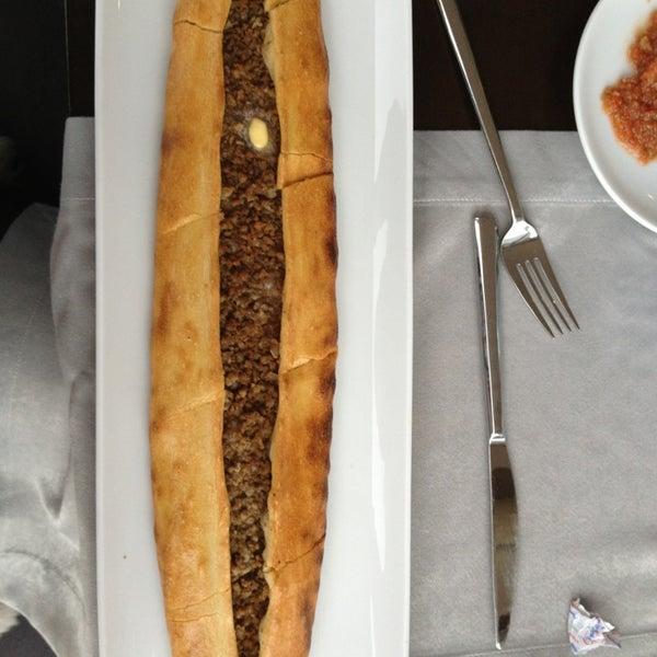 Снимок сделан в Tepe Restaurant пользователем Zeynep Gürel 2/18/2013