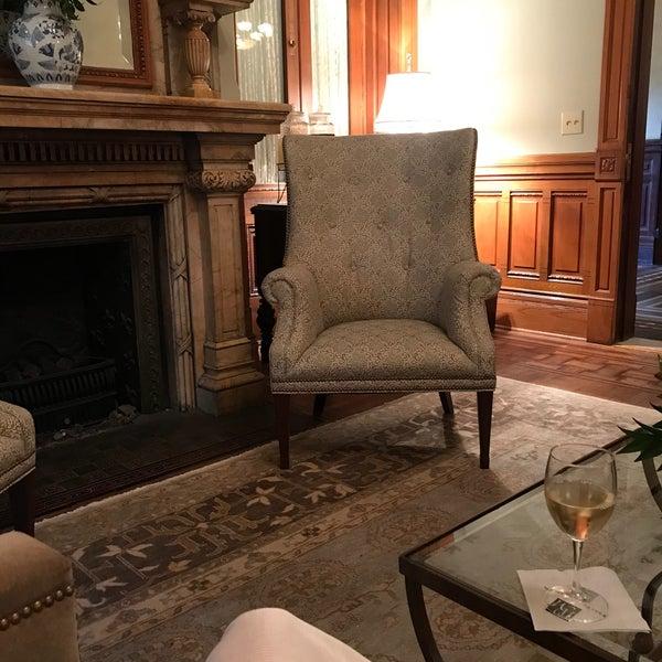 Foto diambil di Wentworth Mansion oleh Tanya L. pada 7/19/2018