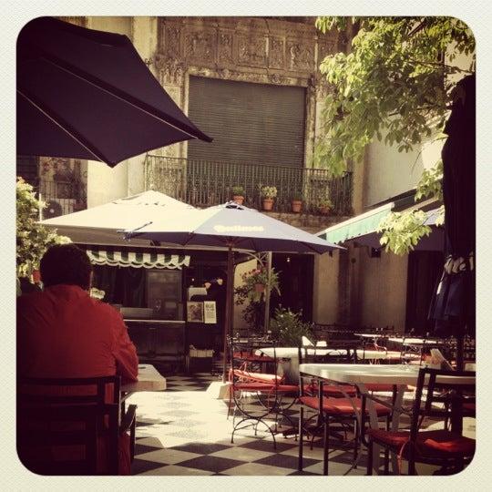 Foto scattata a Museo Evita Restaurant & Bar da Guillermina A. il 10/31/2012