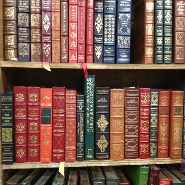Das Foto wurde bei Strand Bookstore von Laurel D. am 6/9/2013 aufgenommen
