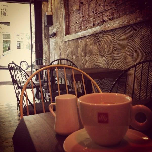 Foto tirada no(a) Deal Coffee Ekspress por Ecem T. em 4/11/2014