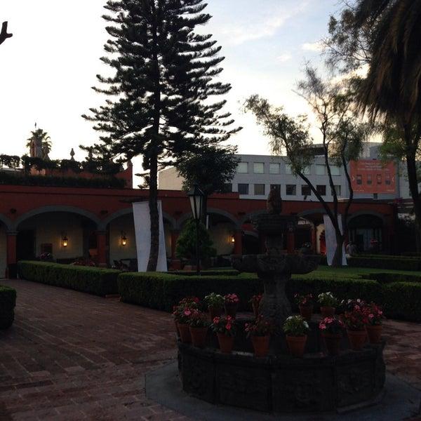 รูปภาพถ่ายที่ Hacienda de Los Morales โดย Dave S. เมื่อ 7/25/2013