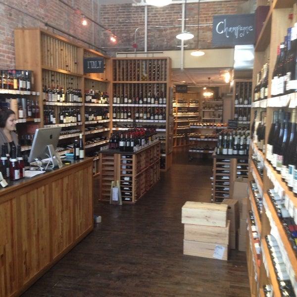 Photo prise au Flatiron Wines & Spirits - Manhattan par Mads J. le2/14/2014