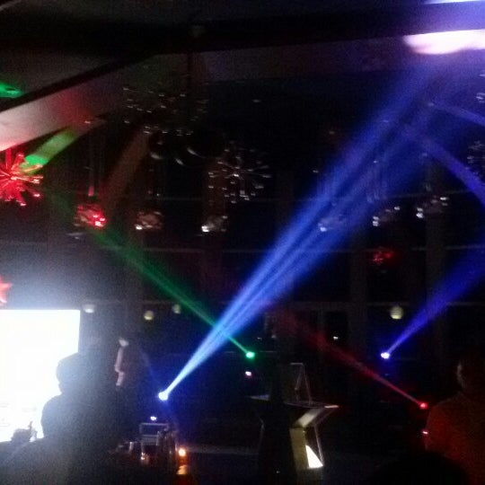Photo prise au ON20 Bar & Dining Sky Lounge par Chakra Indra N. le1/16/2015