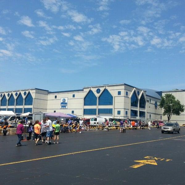 รูปภาพถ่ายที่ Allstate Arena โดย Javier C. เมื่อ 6/30/2013