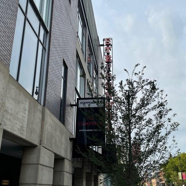 Foto tirada no(a) Steppenwolf Theatre Company por Bruce C. em 7/20/2021