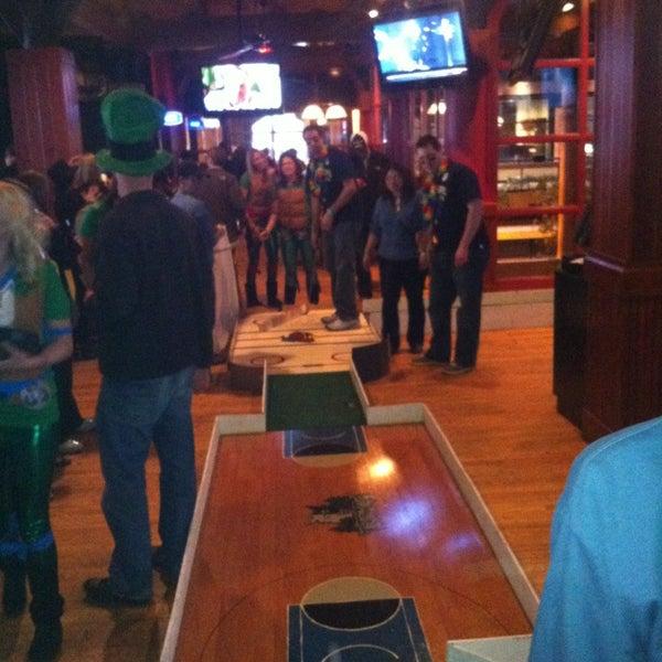 Foto tirada no(a) Huberts Sports Bar & Grill por Daron em 3/2/2013
