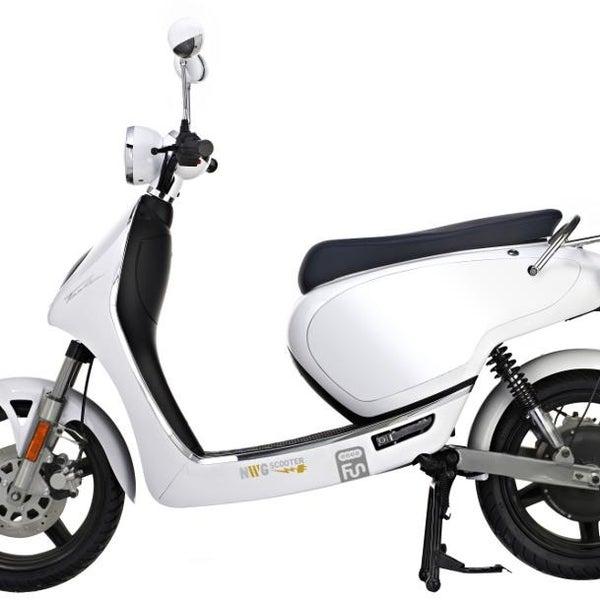 FASHION è lo scooter elettrico NWG che raggiunge più di 45 km/h. Si contraddistingue per l'estrema leggerezza e maneggevolezza e assicura una guida morbida e confortevole!