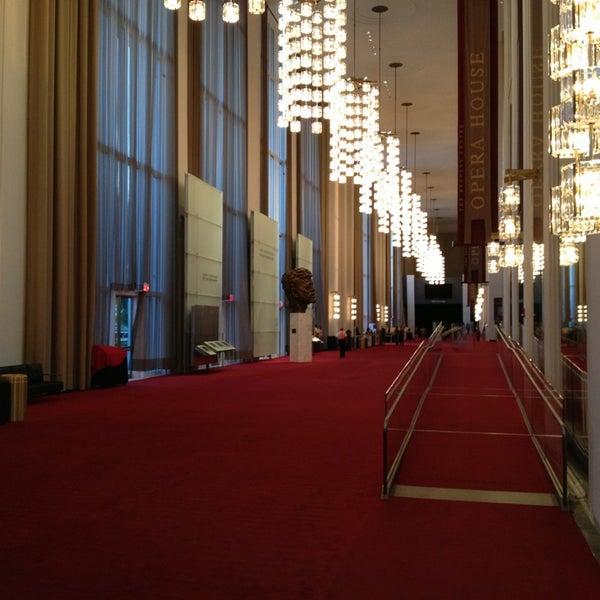 6/21/2013 tarihinde Paulziyaretçi tarafından The John F. Kennedy Center for the Performing Arts'de çekilen fotoğraf