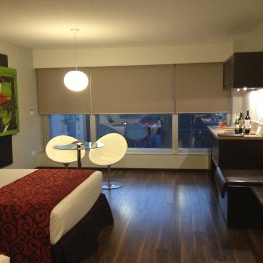Foto diambil di My Suites Boutique Hotel & Wine Bar Montevideo oleh Daniela T. pada 10/24/2012