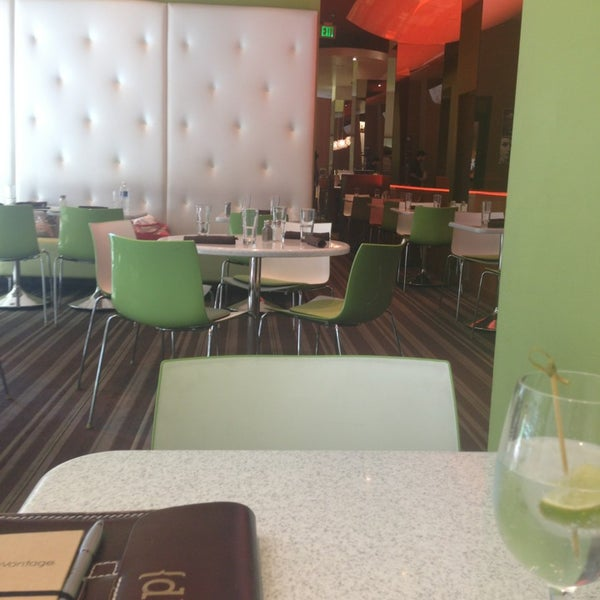 Foto diambil di The Corner Office Restaurant & Martini Bar oleh Gene D. pada 7/20/2013