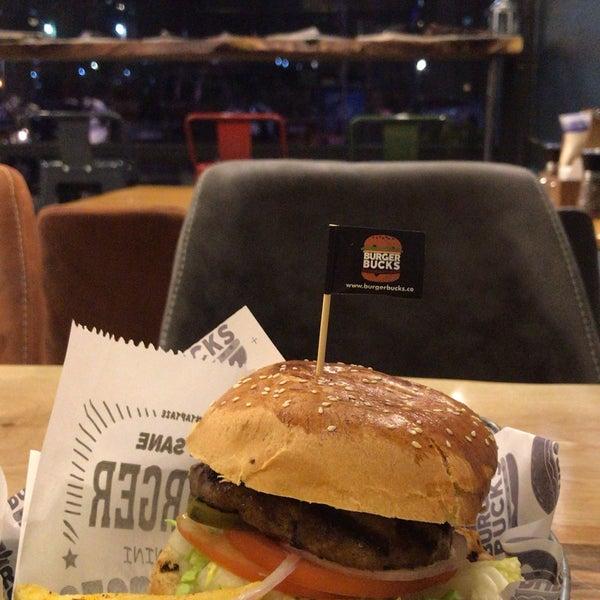 Foto scattata a Burger Bucks da Ebru E. il 1/15/2019