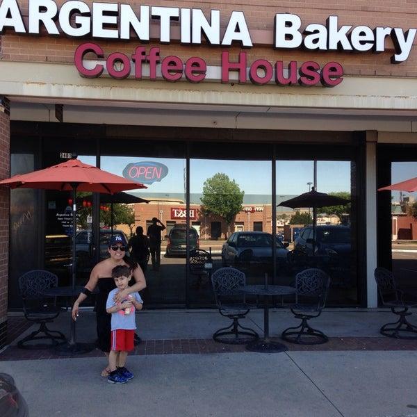 Foto scattata a Argentina Bakery da Sandra M. il 4/25/2014