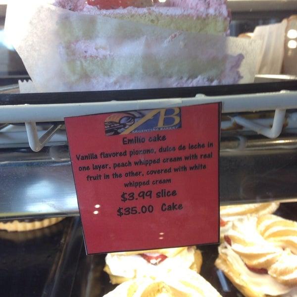 Foto scattata a Argentina Bakery da Sandra M. il 12/11/2013